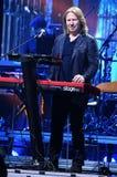 维克托弹在阶段的Drobysh钢琴在维克托Drobysh第50个年生日音乐会期间在巴克来中心 库存照片