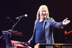 维克托Drobysh在阶段的钢琴执行在维克托Drobysh第50个年生日音乐会期间在巴克来中心 图库摄影
