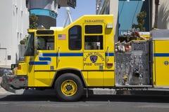 克拉克县消防队在拉斯韦加斯大道的医务人员卡车 免版税库存照片