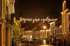 克拉尼,斯洛文尼亚- 2017年12月13日:出现与圣诞节装饰照明设备的12月夜在克拉尼 库存图片