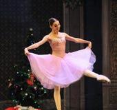 克拉拉是女孩这芭蕾胡桃钳 免版税库存图片