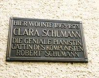 克拉拉・舒曼有居住的这里纪念匾 免版税库存图片