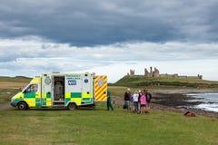克拉斯特, NORTHUMBERLAND/UK - 8月18日:在场面的救护车 免版税图库摄影