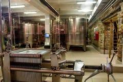 克拉斯诺达尔边疆区,俄罗斯- 2013年8月18日:Abrau杜尔索酿酒厂内部在俄罗斯 免版税图库摄影