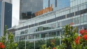克拉码头中央购物中心和橙色花-徒升 股票录像