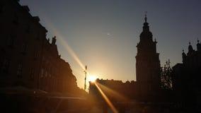 克拉科夫大广场ratusz在阳光下 免版税库存图片