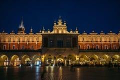 克拉科夫老市场在晚上 图库摄影