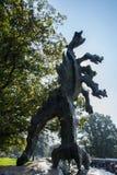 克拉科夫,波兰在Wavel城堡旁边的01/10/2017龙雕象 免版税图库摄影