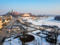 克拉科夫,波兰,在冬天 瓦维尔山城堡,大教堂,维斯瓦河 免版税图库摄影