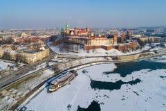 克拉科夫,波兰,在冬天 Wawel城堡、大教堂和部分fr 库存照片
