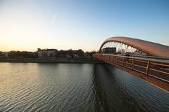 克拉科夫,波兰-人行桥Ojca Bernatka -在维斯瓦河的桥梁 库存图片