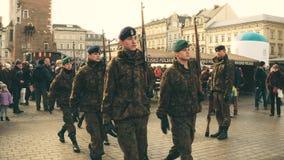 克拉科夫,波兰- 2017年前进的波兰军校学生1月, 14, WOSP军事显示 库存图片