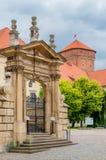 克拉科夫,波兰- 2017年8月13日:克拉科夫,在Wawel城堡的美好的门 免版税库存照片