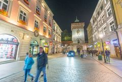 克拉科夫,波兰- 2017年9月30日:沿大街的游人 图库摄影