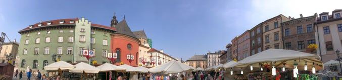 克拉科夫,波兰- 2017年9月30日:游人squar参观的市场 库存图片