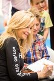 克拉科夫,波兰- 2015年10月24日:Martyna Wojciechowska签字 库存图片