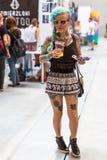 克拉科夫,波兰-第10次国际纹身花刺大会的未认出的参加者在国会商展中心 免版税图库摄影
