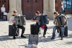克拉科夫, POLAND/EUROPE - 9月19日:演奏accordi的三个人 免版税库存照片