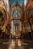 克拉科夫(克拉科夫) -波兰圣徒MaryÂ的教会内部 免版税库存照片