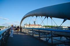 克拉科夫` s父亲Bernatek人行桥和杂技图由波兰艺术家耶日Jotki Kedziora 免版税库存照片