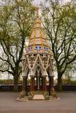 巴克斯顿纪念喷泉在维多利亚塔庭院里,伦敦,英国 库存照片