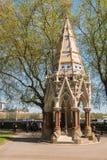 巴克斯顿纪念喷泉在维多利亚塔庭院,伦敦里 免版税图库摄影
