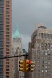 克服与红绿灯,纽约 免版税库存图片