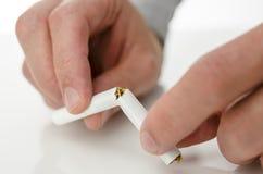 克服抽烟的瘾 库存图片
