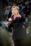 克林顿・指向垂直的希拉里 库存照片