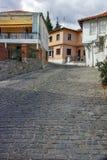 克桑西,希腊- 2017年9月23日:典型的街道和老房子在克桑西,希腊老镇  库存照片