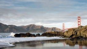 从贝克海滩的旧金山金门大桥 免版税库存图片