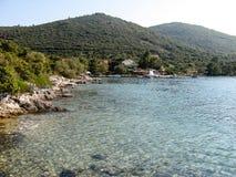 克罗地亚人Hrvatian海边风景用透明的水 库存图片