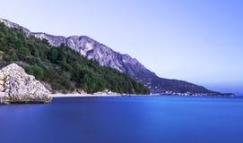 克罗地亚日落- Podgora,马卡尔斯卡里维埃拉,达尔马提亚,克罗地亚 免版税图库摄影