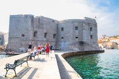 克罗地亚杜布罗夫尼克市 在亚得里亚海老镇的美丽如画的看法和口岸中世纪拉古萨和达尔马希亚海岸  库存图片