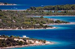 克罗地亚的令人惊讶的科纳提群岛海岛 达尔马提亚的北部 海景晴朗的细节从扎达尔的向希贝尼克 免版税库存照片