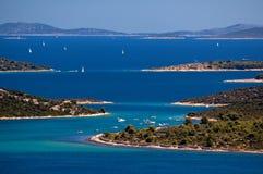 克罗地亚的令人惊讶的科纳提群岛海岛 达尔马提亚的北部 海景晴朗的细节从扎达尔的向希贝尼克 免版税图库摄影