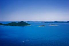 克罗地亚的令人惊讶的科纳提群岛海岛 达尔马提亚的北部 海景晴朗的细节从扎达尔的向希贝尼克 免版税库存图片