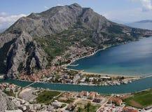 克罗地亚老omis城镇 免版税图库摄影