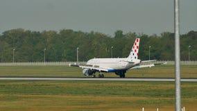 克罗地亚航空公司飞机在法兰克福机场中, FRA 股票录像