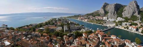 克罗地亚达尔马提亚老omis城镇 免版税图库摄影