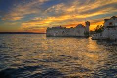 克罗地亚,分裂达尔马提亚县KaÅ ¡ tel Gomilica -日落图片 免版税库存照片