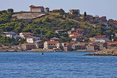 克罗地亚,在达尔马希亚海岛上的村庄 免版税库存图片