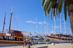 克罗地亚,特罗吉尔江边,被停泊的船 库存图片