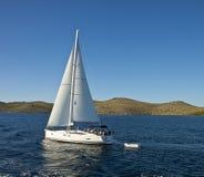 克罗地亚:在科纳提群岛海岛的风船 免版税图库摄影