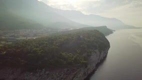 克罗地亚 马卡尔斯卡 沿海杉木公园和山的看法从高度 影视素材