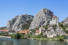 克罗地亚omis城镇 免版税库存照片