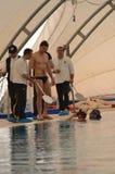 克罗托内意大利4月2014年在训练期间的Freedivers在水池 免版税库存照片