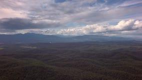 克罗诺基火山在堪察加半岛的自然保护 从直升机股票英尺长度录影的看法 股票视频