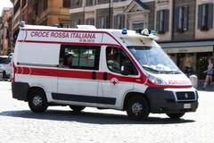 克罗齐Rossa Italiana (意大利人红十字会救护车) 免版税图库摄影