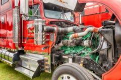 克莱夫萧伯纳卡车引擎被揭露在Truckfest 免版税库存照片